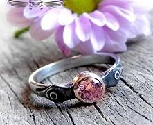 Srebrny pierścioneczek z ró...