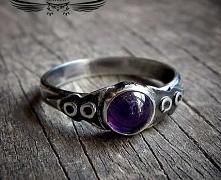 Srebrny pierścionek z amety...