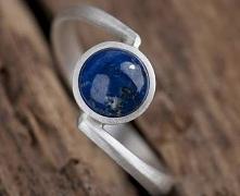 rebrny pierścionek stworzony z myślą o osobach, które nad błyszczące i transp...