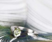 Srebrny pierścionek zaręczynowy z perydotem - pięknym naturalnym zielonym kam...