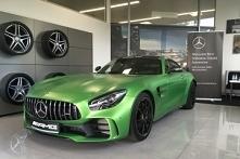 Najnowszy Mercedes-AMG GT R. Niesamowity samochód w pięknej zieleni.