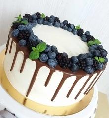 tort z borówkami i jeżynami :)