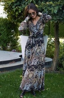Roco 0219 sukienka wzorzysta Znakomita szyfonowa sukienka typu maxi, pasuje zarówno do botków na płaskiej podeszwie jak i eleganckich szpilek, sukienka posiada krótką podszewkę