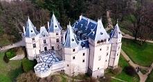 Zamek w Gołuchowie (woj. wielkopolskie) – pierwotnie wczesnorenesansowa murowana budowla o charakterze obronnym, kilkukondygnacyjna, na planie prostokąta, z basztami w każdym z ...