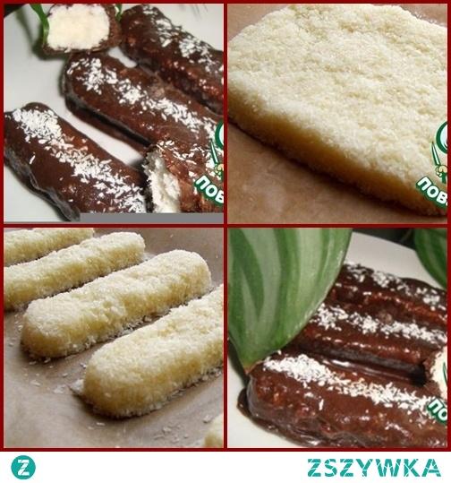 Bounty Sweets   Śmietanka (20% tłuszczu) - 200 ml Wiórki kokosowe- 200 g Czekolada mleczna\czekolada - 300 g Cukier- 85 g Masło- 50 g  Na małym ogniu roztop masło, śmietanę i cukier. Zdejmij z ognia i dodaj chipsy kokosowe. Wszystko to jest dobrze wymieszane. Umieść tę masę w formie pokrytej papierem i włóż do lodówki na godzinę. Następnie zaczynamy wycinać cukierki jak prawdziwe batony i znowu usuwamy je w zimnym miejscu, ale już na noc. Jeśli nie masz wystarczającej cierpliwości, możesz włożyć do zamrażarki na 2-3 godziny. Rozpuść czekoladę: umieść małe kawałki czekolady w ognioodpornej misce i umieść na patelni z wrzącą wodą. Weź batoniki i zanurz je w czekoladzie ... a następnie ułóż je na papierze i pozwól czekoladzie stwardnieć.  Bardzo smaczne.