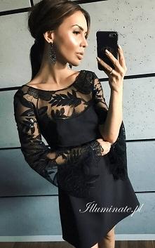 Czarna sukienka z pięknymi ...