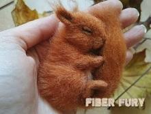 Broszka wiewiórka by Fiber fury  Wegańska broszka wykonana z wiskozy.