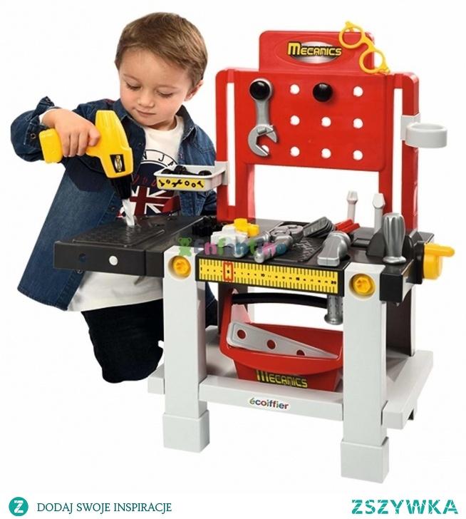 Ecoiffier Warsztat Mechanika z Akcesoriami Mecanics 23 elementy  Warsztat majsterkowicza z akcesoriami od firmy Ecoiffier, cenionego producenta zabawek dla dzieci, z pewnością będzie idealnym pomysłem na prezent. Dzieci uwielbiają naśladować swoich tatusiów podczas majsterkowania. Dlatego też będą zachwycone praktycznym warsztatem z mnóstwem akcesoriów i narzędzi. Liczne półki i wieszaki umożliwią wygodne przechowywanie narzędzi oraz pomogą dzieciom przyswoić utrzymywanie porządku dzięki odkładaniu narzędzi na właściwie miejsce.