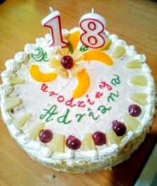 Mój pierwszy tort. Nie jest piękny, ale syna cieszy:-)