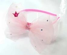 Piękna opaska która, będzie dopełnieniem stroju każdej dziewczynki.  Opaska wykonana ręcznie z dbałością o najdrobniejszy szczegół.