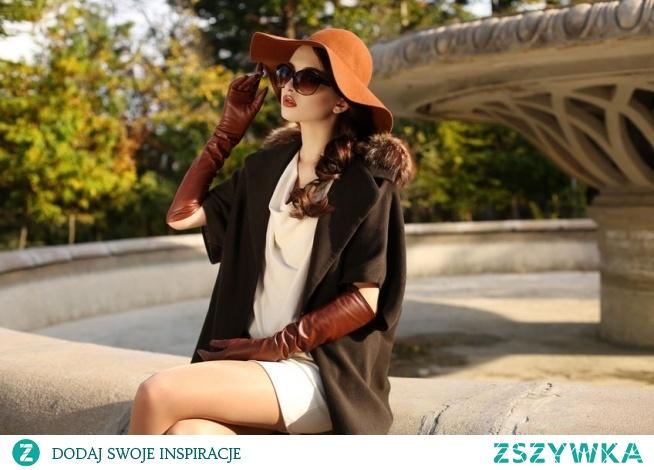 Modowe stylizacje bez tajemnic – jesienne must have: ramoneski, zamszowe kozaki, płaszcze w kratę, kurtki, listonoszki i inne.