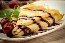 Naleśniki z ciasta biszkoptowego z morelami lub brzoskwiniami konserwowanymi