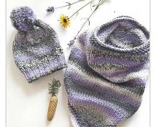 Czapka i otulacz typu bandana - komplet na zimowe chłody.  Zrobione na drutach z włóczki Vikking. Trójkolorowa, w fajnych odcieniach lila, szarości i ecru. Grubaśna i ciepła. Dz...