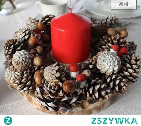 Świąteczny wianek  ze świecą. Doskonała ozdoba na stół