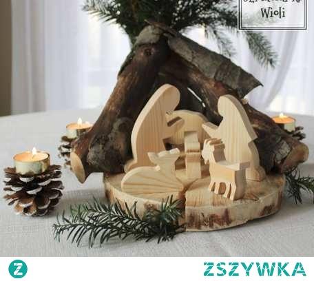 Świąteczna stajenka wykonana z naturalnego drewna, w stylu rustykalnym. Ok 23 cm w najwyższym punkcie.