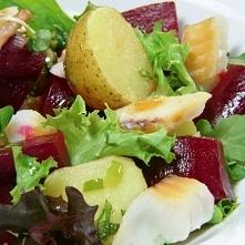 Sałatka z ziemniaków, buraków i ryby