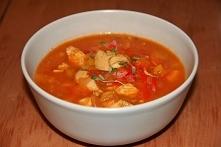 Zupa rozgrzewająca z drobiem, cebulą i papryką.
