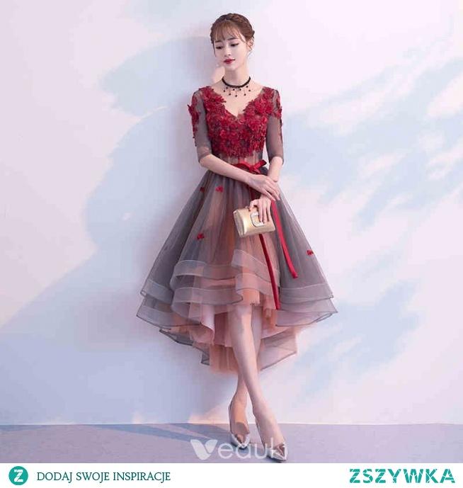 Stylowe / Modne Burgund Sukienki Koktajlowe 2019 Princessa V-Szyja Aplikacje Kokarda 1/2 Rękawy Bez Pleców Asymetryczny Sukienki Wizytowe