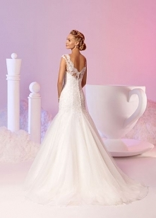Suknia ślubna z kolekcji 20...