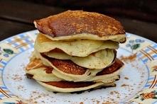 Placuszki z bananami  duży kefir szklanka mąki 2 jajka 3 banany łyżeczka pros...