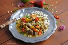 Curry z wieprzowiną i papry...