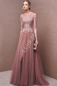 wieczorowa niebanalne sukienka wieczorowa w kolorze pustynnego różu. Genialnie odszyta z dbałością o każdy detal. Szukasz sukienki, która zawróci w głowie? Z pewnością ten model...