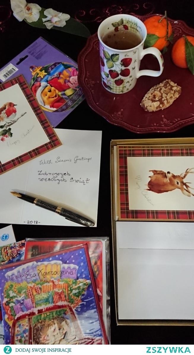 Kartka to nie sms gdy w skrzynce pocztowej oprócz rachunków leżą świąteczne życzenia w najstarszej formie przekazywania wiadomości.Ludzie listy piszą nadal ...duszą świąt wysyłam.