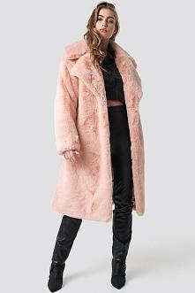 Hannalicious x NA-KD Płaszcz sztuczne futro z paskiem - Pink
