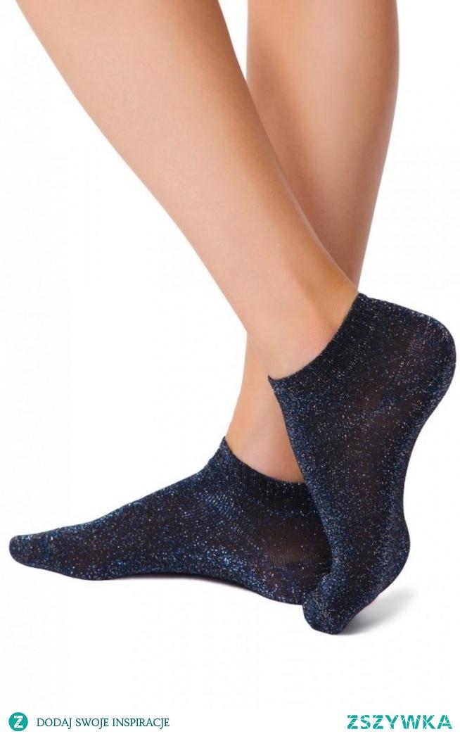 Conte Active skarpety damskie czarne Krótkie skarpety damskie, wykonane z błyszczącej dzianiny, skarpetki zapewniają komfort i wygodę, z pewnością doskonale będą wyglądać na kobiecych stopach