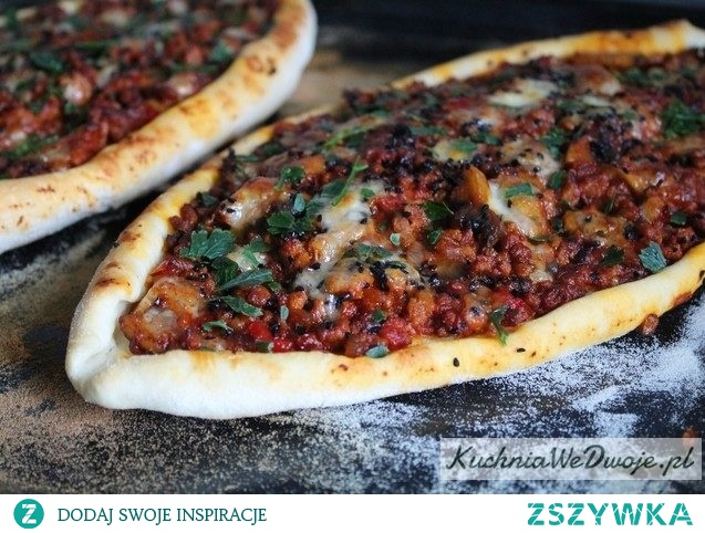 Tureckie pide z mięsem mielonym