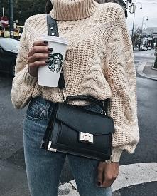 Zimowe stylizacje z beżowym swetrem