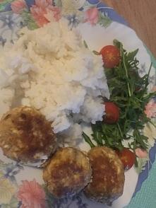 Kotlety jajeczne, zielenina i ryż. Tanio, szybko i zdrowo