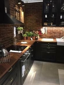 Ceglana kuchnia w czerni