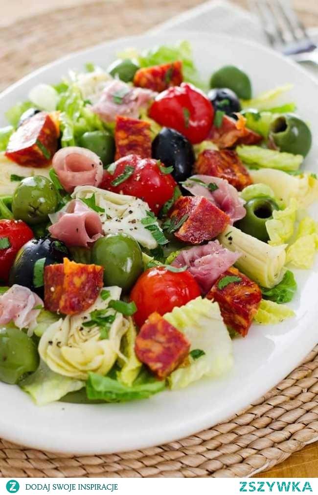 Sałatka antipasti – przepis na tradycyjną włoską sałatę