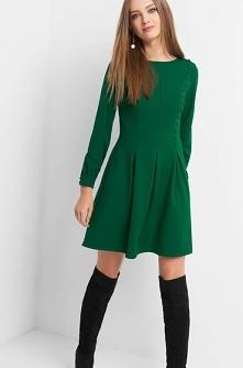 Zielona rozkloszowana sukienkaa - link w komentarzu