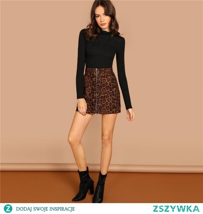 Najmodniejsza panterka w delikatnej odsłonie - mini spódnica w urocze cętki. kliknij w zdjęcie i zobacz gdzie ją kupić :)