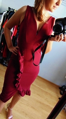 Bordowa sukienka WAL G od Tyniakowska z 23 stycznia - najlepsze stylizacje i ciuszki