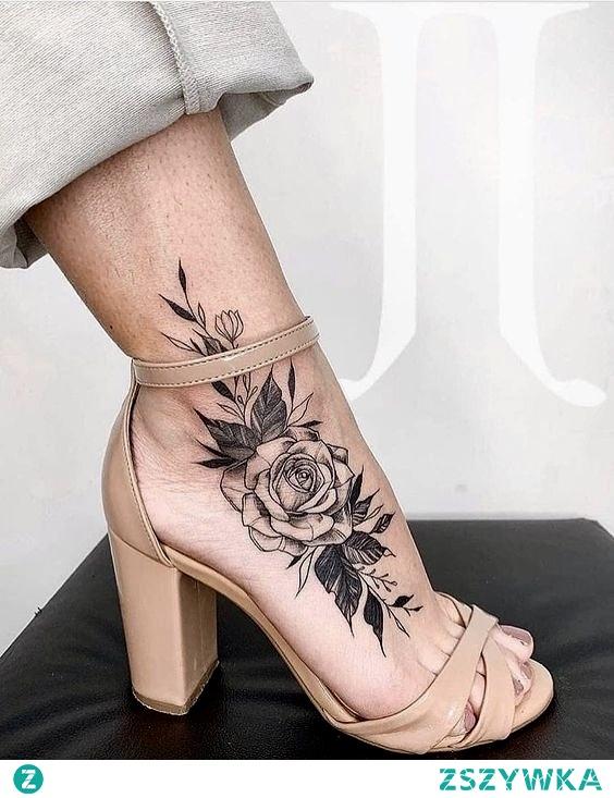 Super wygląda ten tatuaż ale chyba tatuowanie musiało boleć w tym miejscu