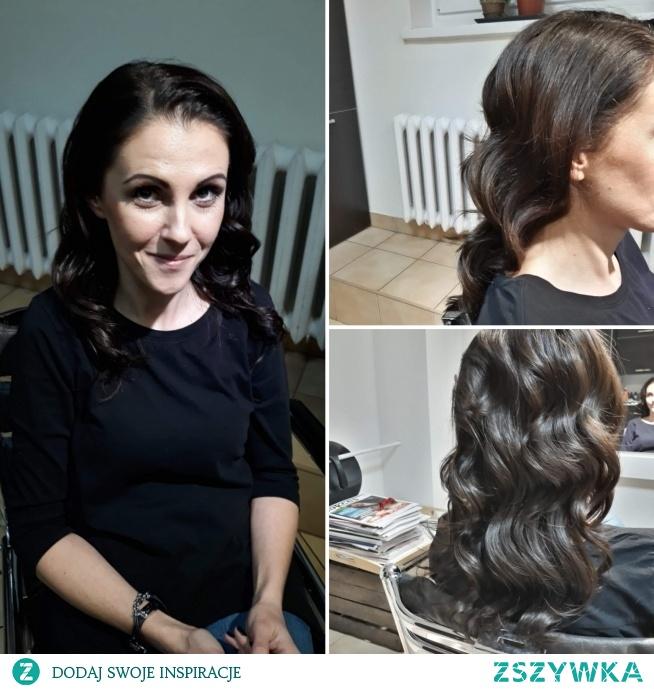 Fale w stylu hollywodzkim w salonie fryzjerskim Bo Włos Ma Swój Głos
