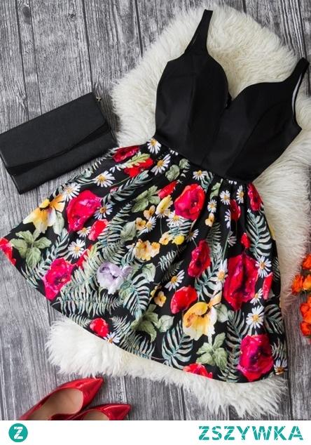 Rozkloszowana, czarna sukienka w kwiaty