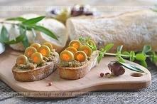 Grzanki z pastą oliwkową