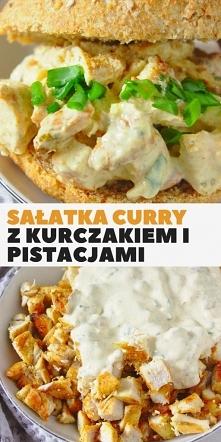 Szybka fit sałatka kanapkowa z kurczakiem curry i pistacjami.