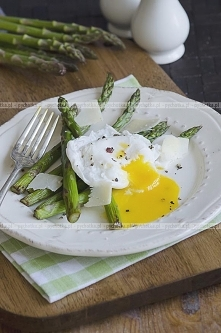 Szparagi na kwaśno z sezamem