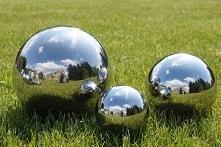 komplet trzech kul dekoracyjnych 20 cm, 15 cm i 10 cm w cenie 100 zł