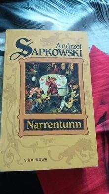 Po treningu chwila z książką. Andrzeja Sapkowskiego ludzie kojarzą głównie z Wiedźminem. Polecam poznać się z Reinmarem z Bielawy. Akcja przeplata magię, romans i historyczne tło