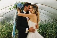 Piękny bukiet ślubny w kolo...