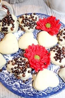 Kawowe ciasteczka w białej ...