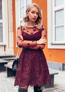 Bordowa sukienka z kwiatkam...