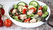 Sałatka z tuńczyka, pomidor...