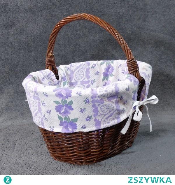 Wiklinowy koszyk z materiałowym wkładem